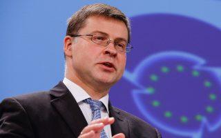 «Οι δύο χώρες έχουν βγει εκτός τροχιάς όσον αφορά τα ελλείμματα και δεν έχουν πετύχει τους στόχους του προϋπολογισμού τους», δήλωσε ο αντιπρόεδρος της Κομισιόν Β. Ντομπρόβσκις.