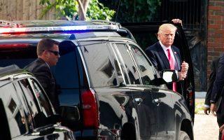 Ο Ντόναλντ Τραμπ φτάνει στο Καπιτώλιο για να συναντήσει βουλευτές των Ρεπουμπλικανών.
