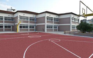 Το γήπεδο μπάσκετ του 1ου Γυμνασίου Ευόσμου. Το πρόγραμμα της Coca-Cola Τρία Εψιλον έχει ανακαινίσει μέχρι σήμερα 12 σχολεία σε όλη τη χώρα.