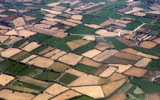 Οι ιδιοκτήτες αγροτικών εκτάσεων στην περιφέρεια είναι ήδη επί ποδός, καθώς όχι μόνο θα κληθούν να πληρώσουν περισσότερο φόρο φέτος, αλλά αυτός θα επιβληθεί και επί περιουσίας η οποία οδεύει προς απαξίωση.