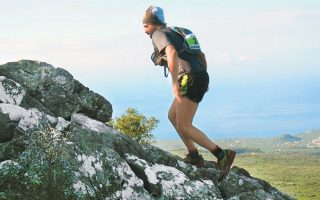 Ο Ελληνας τριαθλητής μεγάλων αποστάσεων Λευτέρης Παρασκευάς επιχειρεί να διασχίσει τα Πυρηναία μέσα από τα ορεινά μονοπάτια GR10.