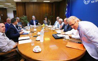 Οι κοινωνικοί εταίροι πρέπει έως την Παρασκευή να συντάξουν «ένα κοινό κείμενο, το οποίο θα ζητήσουμε να στηριχθεί και πολιτικά από τα κόμματα», δήλωσε ο Γ. Κατρούγκαλος μετά τη συνάντηση μαζί τους.