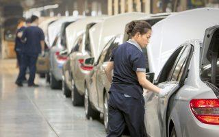 Ο κλάδος της αυτοκινητοβιομηχανίας σημείωσε άνοδο 2,7%, με την Daimler να καταγράφει κέρδη 4,1%, καθώς τα αποτελέσματα υπερέβησαν τις προβλέψεις των αναλυτών.