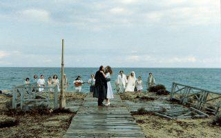 Σκηνή από την ταινία «Μια αιωνιότητα και μια μέρα» (1998) του Θόδωρου Αγγελόπουλου, με την οποία κέρδισε τον Χρυσό Φοίνικα στις Κάννες.