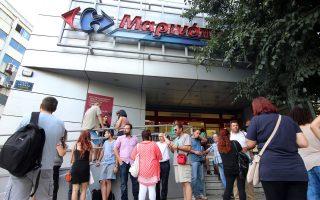 Το προεδρείο της ΠΟΜΙΔΑ είχε χθες συνάντηση με διοικητικά στελέχη της εταιρείας Μαρινόπουλος, που ζήτησαν κατανόηση και ολιγόμηνη παράταση. Στόχος, να αποφευχθούν κινήσεις εξώσεων που θα υπονομεύσουν την επίτευξη συμφωνίας.