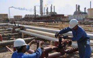 Αφορμή για την αρνητική κίνηση αποτέλεσε η απρόσμενη αύξηση των αποθεμάτων πετρελαίου στις ΗΠΑ, που ανακοινώθηκε από την αμερικανική υπηρεσία ενέργειας (ΙΕΑ).