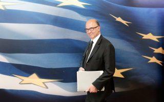 Ο επίτροπος Οικονομικών Υποθέσεων, Πιερ Μοσκοβισί, κατά την επίσκεψή του στην Αθήνα, αναμένεται να αναφερθεί στην ανάγκη γρήγορης ολοκλήρωσης της αξιολόγησης.