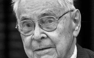 Ο Ουίλιαμ Χ. Μακ Νιλ απεβίωσε σε ηλικία 98 ετών.