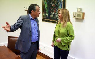 Φώφη Γεννηματά και Σταύρος Θεοδωράκης σε παλαιότερη συνάντησή τους, στο γραφείο του επικεφαλής του Ποταμιού στη Βουλή.