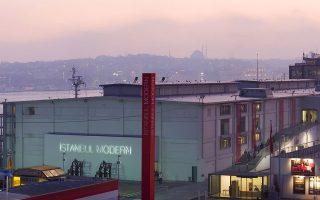 Το Istanbul Modern φιλοξενεί την Μπιενάλε Κωνσταντινούπολης, ένα θεσμό που ιδρύθηκε το 1987.
