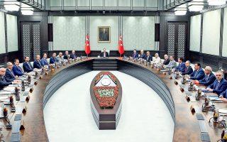 Εκτακτο στρατοδικείο που θα δικάσει τους επικεφαλής του αποτυχημένου πραξικοπήματος και ριζική εκκαθάριση του κρατικού μηχανισμού από το ισλαμικό δίκτυο του Φετουλάχ Γκιουλέν αποφάσισε το Εθνικό Συμβούλιο Ασφαλείας της Τουρκίας κατά τη χθεσινή συνεδρίασή του, υπό την προεδρία του Ρετζέπ Ταγίπ Ερντογάν, στην Αγκυρα (φωτογραφία). Ο Τούρκος πρόεδρος ανακοίνωσε επίσης ότι η χώρα τίθεται σε κατάσταση έκτακτης ανάγκης για τρεις μήνες. Οι τουρκικές αρχές προχώρησαν σε αποκλεισμό της ιστοσελίδας WikiLeaks, η οποία δημοσιοποίησε 300.000 μηνύματα ηλεκτρονικού ταχυδρομείου του κυβερνώντος κόμματος ΑΚΡ.