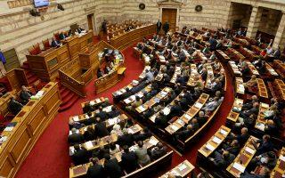 Χθες κατατέθηκε, επίσης, από το υπουργείο Οικονομίας και το νομοσχέδιο για τις συμβάσεις παραχώρησης. Η συζήτηση στη Βουλή επί των δύο νομοσχεδίων προβλέπεται να ξεκινήσει τη Δευτέρα.