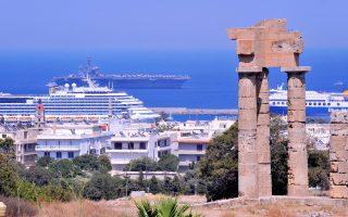 Μπορεί βραχυπρόθεσμα η Ελλάδα να ωφελείται από τις ακυρώσεις που γίνονται στη γειτονική Τουρκία, καθώς πραγματοποιούνται συνεχείς αναδρομολογήσεις κρουαζιερόπλοιων προς τα ελληνικά νησιά, ωστόσο, εις βάθος χρόνου, εκτιμάται ότι θα υπάρξει αρνητική επίδραση.