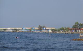 Η περιοχή της νήσου Τουρλίδας έχει μεγάλο αριθμό αυθαιρέτων, για τα οποία το Συμβούλιο της Επικρατείας έχει αποκλείσει κάθε ενδεχόμενο νομιμοποίησης.