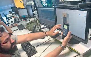 Το λογισμικό αποστέλλει αυτόματα μήνυμα στα κινητά των οφειλετών, με ένα link όπου βρίσκονται η αναλυτική κατάσταση των οφειλών και τα προϊόντα ρύθμισης που παρέχει η τράπεζα.