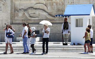 Η μέση δαπάνη ανά ταξίδι των ξένων επισκεπτών στη χώρα παρουσίασε πτώση κατά 5,7% (445,2 ευρώ).