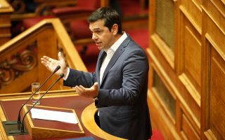 Το Μαξίμου αποτίμησε θετικά την ψήφιση του εκλογικού νόμου, αγνοώντας την κοινοβουλευτική ήττα της κυβέρνησης.
