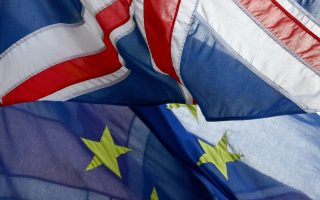 Διάχυτη είναι η απαισιοδοξία τόσο στον επενδυτικό όσο και στον μεταποιητικό κλάδο στη Βρετανία, εξαιτίας της αβεβαιότητας που επικράτησε από το δημοψήφισμα για το Brexit, αλλά και του φόβου για πιθανή «άτακτη» αποχώρηση της χώρας από την Ευρωπαϊκή Ενωση.