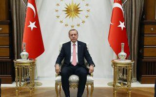 Ο Τούρκος προέδρος Ρετζέπ Ταγίπ Ερντογάν, πριν από τη χθεσινή συνάντηση με τους ηγέτες των κομμάτων στην Αγκυρα.