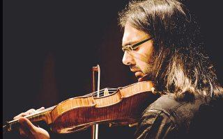Ο Λεωνίδας Καβάκος, σόλο βιολί, ανακηρύχθηκε για το 2016 «καλύτερος καλλιτέχνης διεθνώς» και τιμά την Ελλάδα, στην οποία πάντα επιστρέφει.