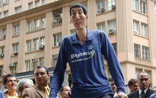 Ο Σι Σουν ήταν πριν από λίγα χρόνια ο ψηλότερος άνθρωπος.