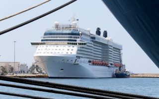 Οι αφίξεις επιβατών το πρώτο εξάμηνο έφθασαν τις 346.252. Σε ποσοστό 83,5% (289.112), οι επιβάτες αυτοί είχαν τον Πειραιά ως ενδιάμεσο σταθμό, ενώ σε ποσοστό 16,5% (57.140) ξεκίνησαν από το λιμάνι την κρουαζιέρα τους.