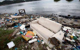 Σε τραγική κατάσταση παραμένουν οι υδάτινοι αγωνιστικοί στίβοι.