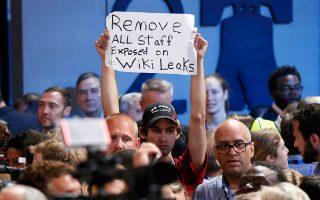 Tα μέιλ από το WikiLeaks ζητεί οπαδός του Δημοκρατικού Κόμματος.