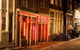 Ο δήμος του Αμστερνταμ παρουσιάζει τη συγκεκριμένη προσπάθεια ως χαρακτηριστικό παράδειγμα μιας νέας στρατηγικής επενδύσεων στην αγορά ακινήτων.