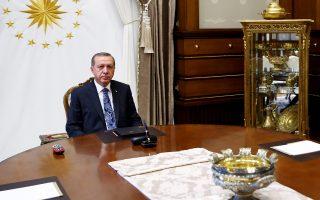 Ο Τούρκος πρόεδρος συνεχίζει την εκκαθάριση του δικτύου Γκιουλέν. Χθες προσήχθησαν τρία μέλη μεγάλης επιχειρηματικής οικογένειας.
