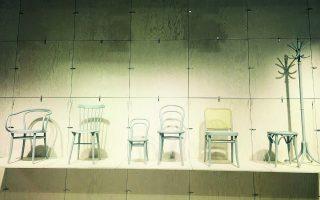 Ξύλινες χειροποίητες καρέκλες της Ton, εταιρείας με 150 χρόνια ιστορία και πολλά βραβεία