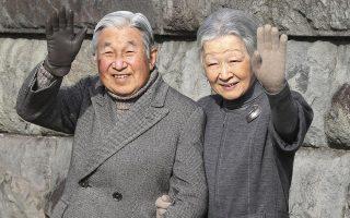 Ο Ιάπωνας αυτοκράτορας Ακιχίτο και η σύζυγος του Μιτσίκο Σόντα.