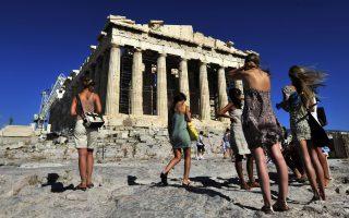 Η Αθήνα  προσελκύει τουρίστες από όλο τον κόσμο, λόγω του πολιτιστικού της πλούτου, των επιλογών διασκέδασης, της εύκολης μετεπιβίβασης προς άλλους προορισμούς, αλλά και της γαστρονομικής ποικιλίας που προσφέρει.