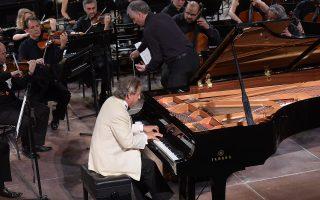 Ο πιανίστας Αλέν Λεφέβρ συμπράττει με την Κρατική Ορχήστρα Αθηνών (φωτ.: Ε. Φυλακτού).