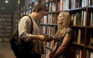 «Το κορίτσι που εξαφανίστηκε». Η κινηματογραφική μεταφορά του ομότιτλου μυθιστορήματος της Τζίλιαν Φλιν από τον Ντέιβιντ Φίντσερ, με τον Μπεν Αφλεκ και τη Ρόζαμουντ Πάικ.