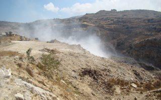 Από το 2011, τα σκουπίδια της Ανδρου «δεματοποιούνται» στον χώρο της παλαιάς χωματερής.