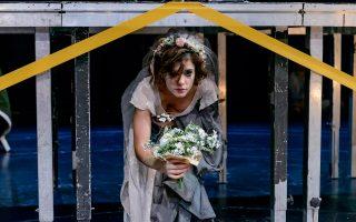 Η Αναστασία - Ραφαέλα Κονίδη, Αντιγόνη στην παράσταση, σε σκηνοθεσία Στάθη Λιβαθινού.
