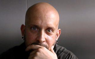 Ο Κωνσταντίνος Παπαμιχαλόπουλος ερευνά τη ζεύξη του ανθρώπου με τα σάιμποργκς (cyborgs) της επιστημονικής φαντασίας.