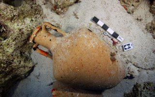 Αμφορέας σε ναυάγιο των Φούρνων. Πηγή: Υπουργείο Πολιτισμού/ Εφορεία Εναλίων Αρχαιοτήτων