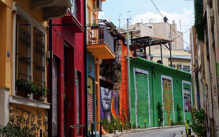 Χρωματικές εκλάμψεις στην παλιά Αθήνα