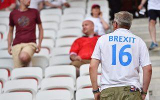 Περισσότεροι από 400 παίκτες που αγωνίζονται αυτή τη στιγμή σε Πρέμιερ Λιγκ και Τσάμπιονσιπ δεν πληρούν τις προδιαγραφές που έχουν τεθεί από την αγγλική ομοσπονδία και πολλοί φοβούνται ότι το Brexit θα μεταφερθεί σύντομα και στα γήπεδα του ακριβότερου πρωταθλήματος στον κόσμο.