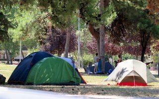 Περισσότερα από 1.000 άτομα του «No Border Camp» συγκεντρώθηκαν στην πανεπιστημιούπολη του ΑΠΘ, χωρίς, βεβαίως, την άδεια του ιδρύματος.
