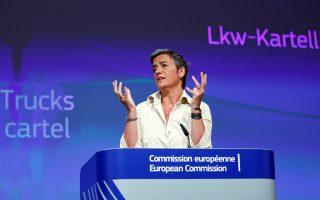 «Είναι απαράδεκτο ότι οι Daimler, Volvo/Renault, Iveco και DAF Trucks των οποίων τα φορτηγά αντιστοιχούν σχεδόν στα 9 από τα 10 που κατασκευάζονται εντός της Ε.Ε., αντί να ανταγωνίζονται μεταξύ τους, είχαν συμφωνήσει σε καρτέλ τιμών», δήλωσε η επίτροπος Ανταγωνισμού Μαργκρέτε Βεστάγκερ.