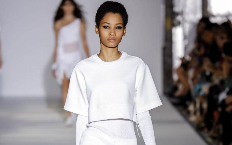 leyko-tzin-panteloni-fashion-tips-gia-tis-kalokairines-emfaniseis-sas-2141189