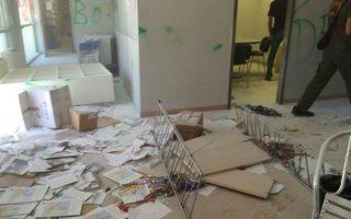 vandalismos-toy-dimarcheioy-thessalonikis-apo-anarchikoys-toy-no-border-camp0