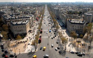 Ολο και περισσότεροι ξένοι αναζητούν ακίνητα στο Παρίσι, τόσο επειδή θεωρείται ασφαλής επενδυτικός προορισμός, ιδίως μετά το Brexit, όσο και επειδή οι τιμές είναι αισθητά πιο χαμηλές σε σχέση με τις αντίστοιχες του Λονδίνου.
