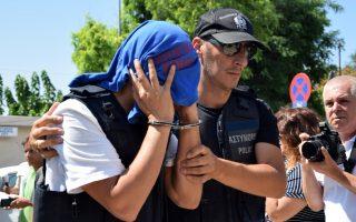 Ψύχραιμοι παρατηρητές εκτιμούν ότι η ελληνική κυβέρνηση δεν έχει λόγο να επισπεύσει τη νομική διαδικασία για τους οκτώ Τούρκους αξιωματικούς, που κρατούνται από την Παρασκευή στην Αθήνα.
