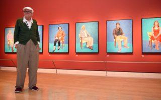 Ο Ντέιβιντ Χόκνεϊ στη Royal Academy of Arts του Λονδίνου, όπου εκτίθενται τα «82 πορτρέτα και 1 νεκρή φύση».