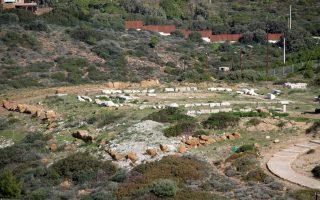 O οχυρωμένος οικισμός στην κορυφή του ακρωτηρίου, με λείψανα των οικιών και της κεντρικής οδού. (Z.Θ.)