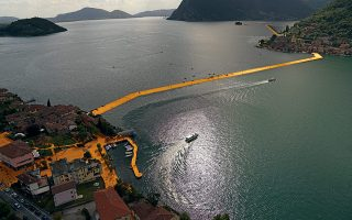 Οι μήκους 3 χιλιομέτρων «Επιπλέουσες αποβάθρες» στη λίμνη Ιζεο της Ιταλίας. Περισσότεροι από 1,2 εκατ. επισκέπτες περπάτησαν πάνω τους.